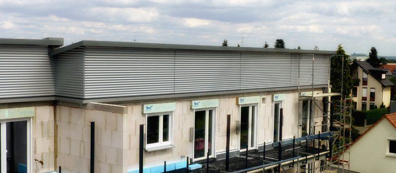 Bauobjekt mit Dacheindeckung u. Fassadenbekleidung